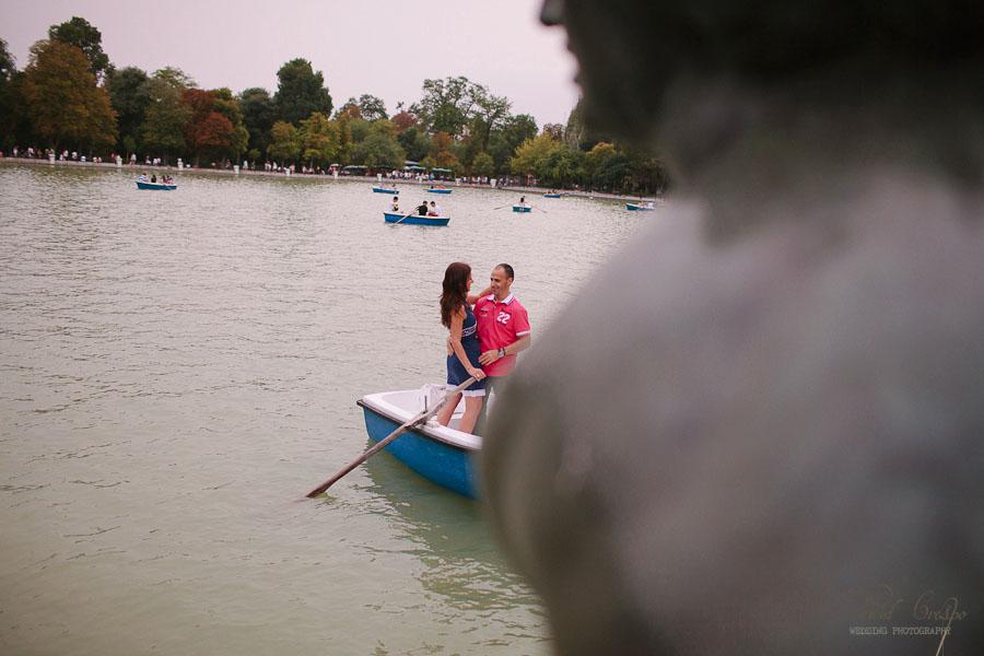 Preboda Parque El Retiro Madrid, fotoperiodismo de bodas, fotografo profesional, fotografia de novios, wedding photographers photography photographer, paseo en barcas, esession engagement session